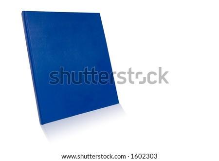 Livro em branco da tampa no fundo branco