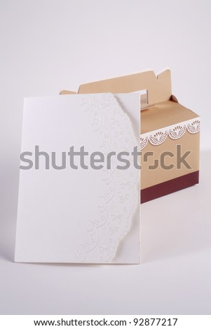 blank note on the present box with handle