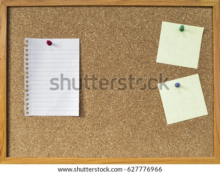 Blank notepad on brown cork board, notice board