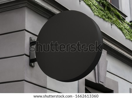 Blank store signage sign design mockup isolated, Clear shop template. Street hanging mounted on the wall. Signboard for logo presentation. Metal cafe restaurant bar plastic badge black white round.  Stockfoto ©