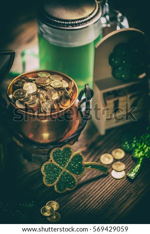 Block calendar for St Patrick's Day, March 17, with green beer and pot of gold