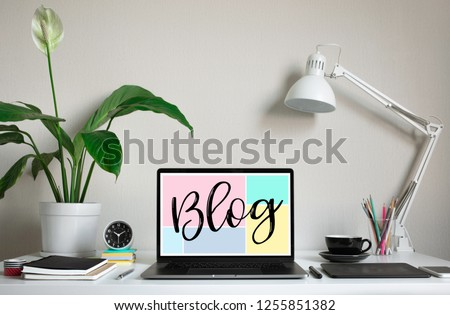 Blogging,blog concepts ideas with computer laptop on worktable.business creativity and inspiration images Foto stock ©