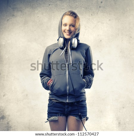 Blonde girl wearing a sweatshirt and a pair of headphones