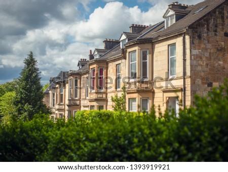 Blonde Sandstone Terraced Homes on a Tree Lined Street in Glasgow Scotland Stock fotó ©