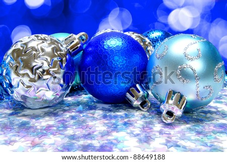 Blue christmas baubles on an abstract light background ez canvas