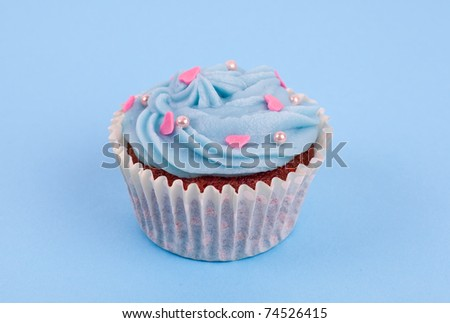 Blue cupcake birthday surprise with pink hearts and pearls