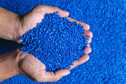Blue plastic grain, plastic polymer granules,hand hold Polymer pellets, Raw materials for making water pipes, Plastics from petrochemicals and compound extrusion, resin from plant polyethylene.