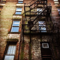 Blue sky in the alleyway windows