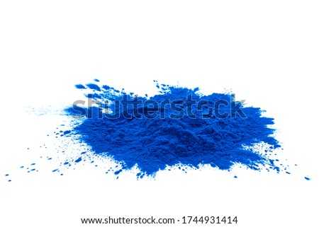 Blue spirulina powder isolated over white background. Phycocyanin extract. Natural superfood, vegan, healthy dietary supplement.  Foto stock ©