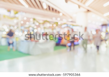 Blurred background,Customer shopping at department store with bokeh light
