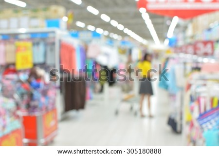 Blurred defocused grocery supermarket - Bright blur of people in shopping center