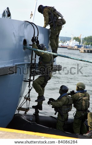 Boarding a ship – soldier. The Marine special forces to enter the ship to its search and hostage rescue – exercises.