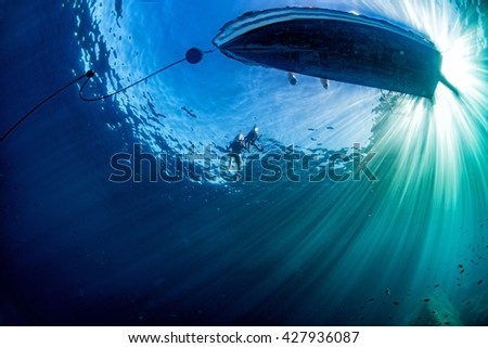 Stock Photo boat chain anchor from underwater with sun rays
