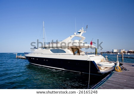 Boat on dock. Blue Caribbean water in Mexico