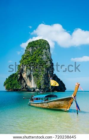 Boat on the beach ins Krabi, Thailand