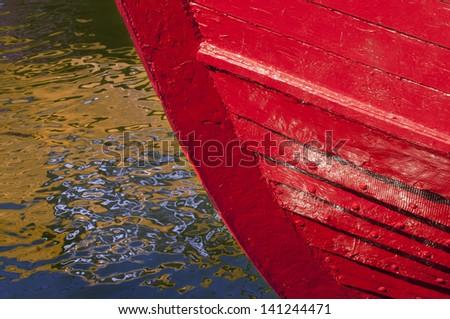 Boat\'s texture versus water texture