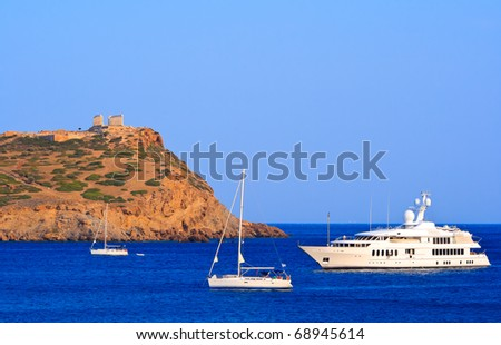 Boats and temple of Poseidon on Sounio