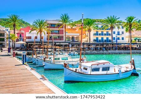Boats at pier of beautiful town of Port de Andratx on Majorca island, Spain Mediterranean Sea.  Foto stock ©