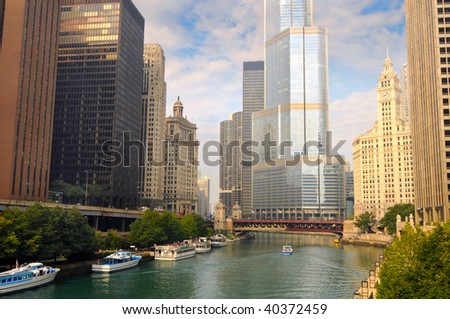 Boats on the Chicago River surrounded by towering skyscrapers