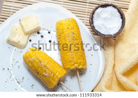 boiled corn with butter and solt