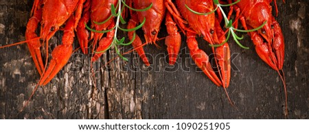 Boiled crawfish on a wooden background. Top view. Banner ストックフォト ©