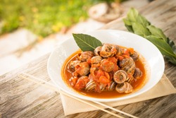 Boiled snails with tomato sauce, Sardinian Food