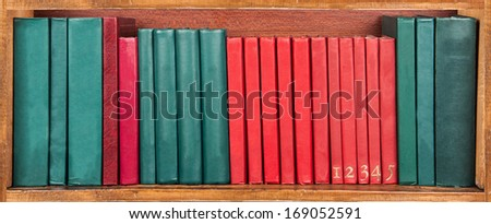 books on the shelf - red and green - wallpaper