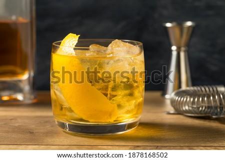 Boozy Refreshing Rusty Nail Cocktail with Lemon Garnish Stockfoto ©