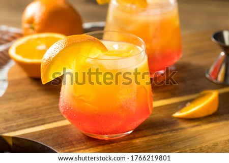 Boozy Refreshing Tequila Sunrise Cocktail with Grenadine Foto stock ©