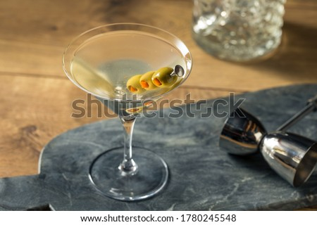 Boozy Traditional Dirty Martini with Olive Garnish Foto stock ©