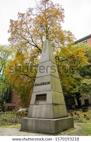 Boston Common's burial ground, gravestones, historical figures from American Revolution, historic cemetery, famous Freedom Trail in Boston - Boston, MA, USA