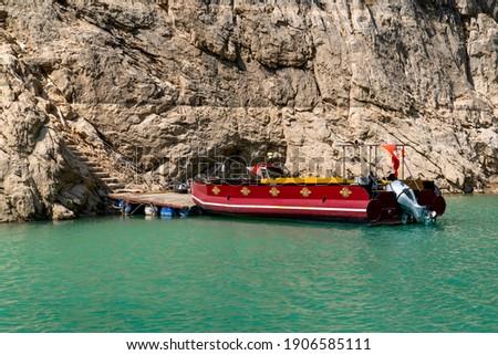 Bot touring in Dark Canyon (Karanlik Kanyon in Turkish) in Kemaliye, Egin, Erzincan, Turkey. Euphrates River in Turkey.  Stok fotoğraf ©