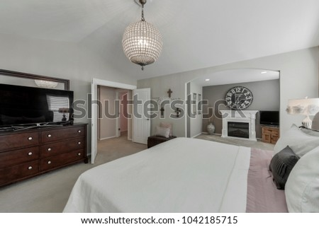 Bothell, WA / USA - March 6, 2018: Modern bedroom interior #1042185715