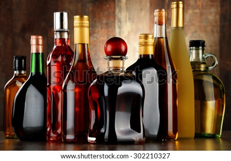 Bottles of assorted alcoholic beverages. Foto stock ©