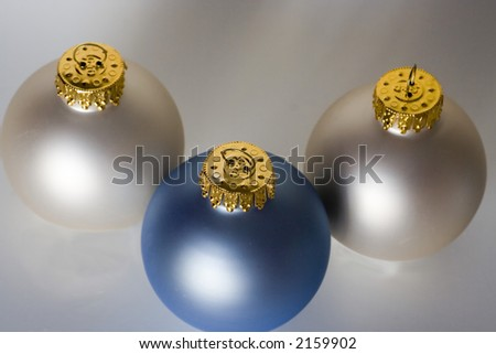 boules blanche et bleue de decoration de noel stock photo. Black Bedroom Furniture Sets. Home Design Ideas