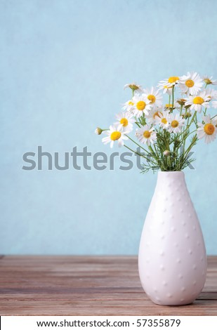 Bouquet daisies in a white vase