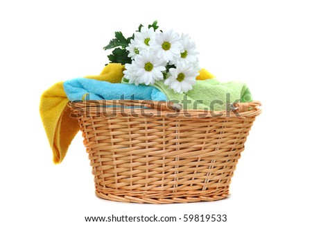 Bouquet of fresh daisies on a pile of fresh towels