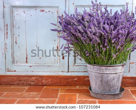 Bouquet of lavender in a rustic decorative setting