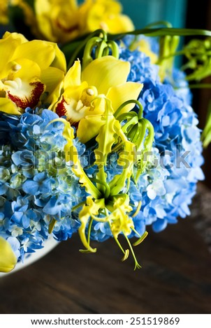 bouquet of mixed flowers/Hydrangea blue  and yellow flower decoration in round white bowl