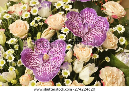 Bouquet of orchids, roses, daisies and lisianthuses