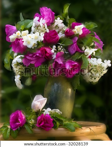 bouquet of pink flowers in the vase