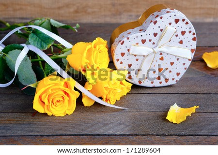 bouquet of roses and a gift, valentine\'s day, holiday