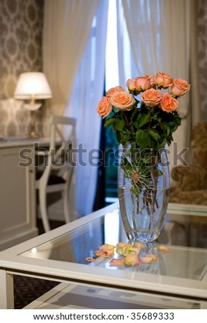 bouquet of the roses in vase