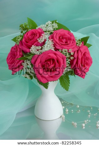 Bouquet with pink roses in a glass vase
