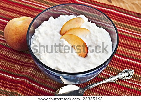 Bowl of cottage cheese with fresh peaches