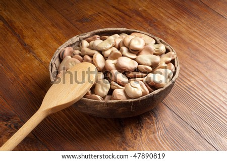 bowl of dried Broad Bean
