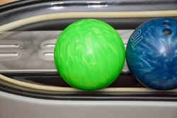 bowling balls on the mechanism of return of the ball
