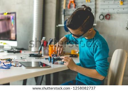 Boy building robotic car Foto stock ©