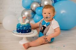 Boy crash first smash cake