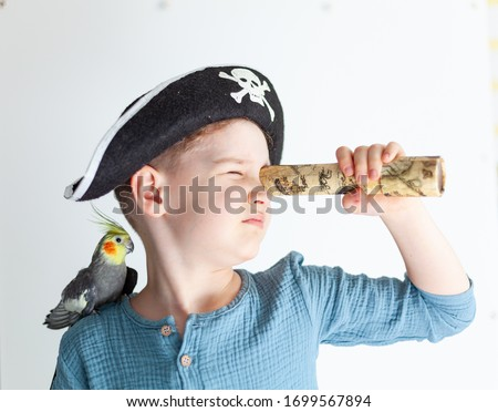 Boy in a pirate hat with a parrot on his shoulder, child actor in the role of a pirate, children's theater club, boy actor ストックフォト ©